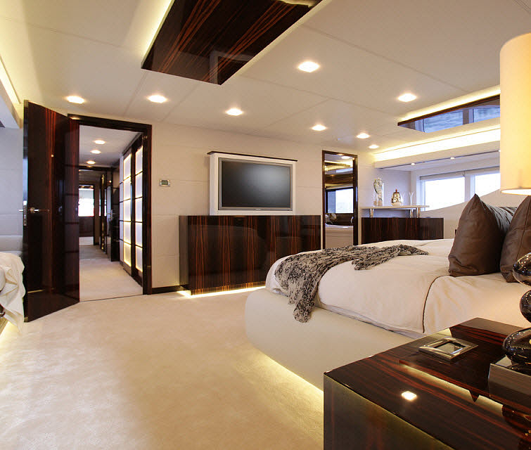 Tamsen Yacht  bedroom