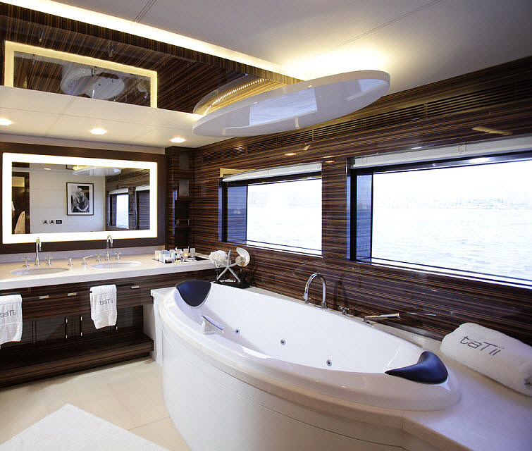 Tamsen Yacht bathroom