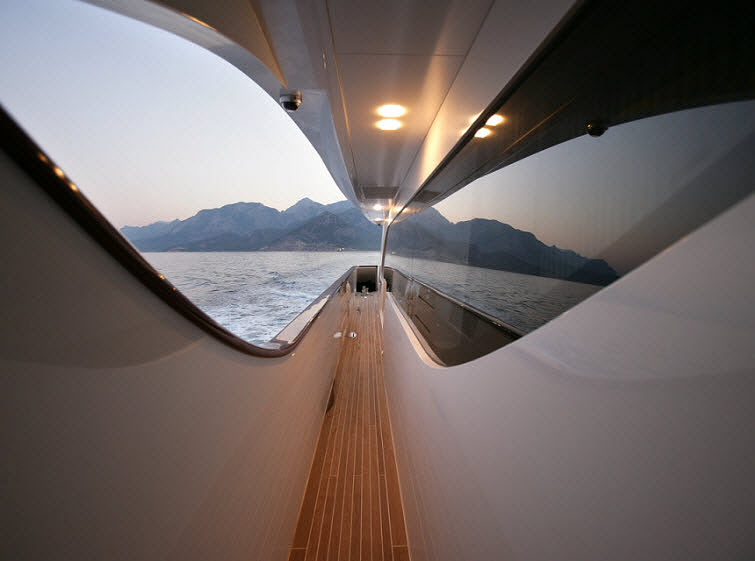 Tamsen Yacht long window