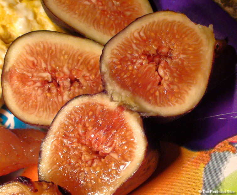 ripe figs cut in half