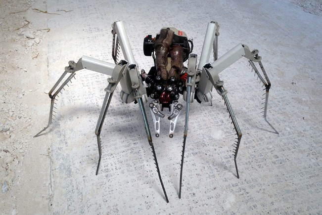 cyber-spider Car Part Art - Old Recycled Hubcaps Into Awesome Sculptures