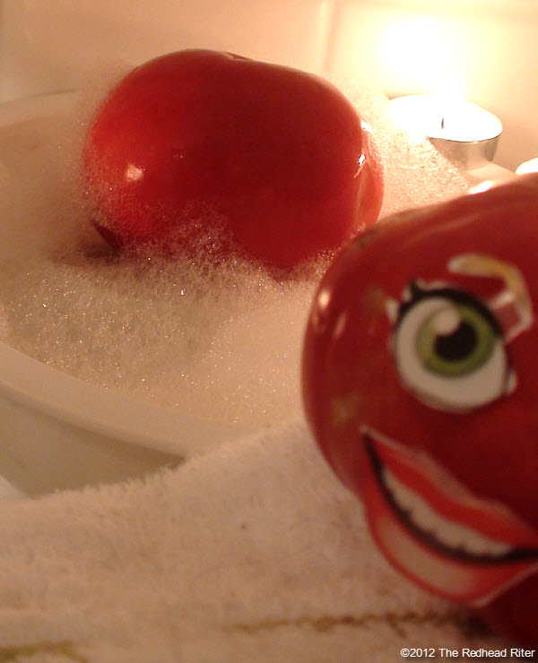 naked tomato couple bubble bath 7