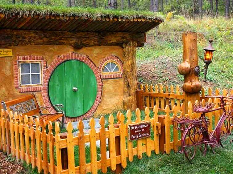 The Shire Of Montana - Real Hobbit House In MT 17